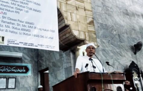 Munarman saat memberikan ceramah di acara deklarasi ANNAS DKI Jakarta. (foto: suara islam)