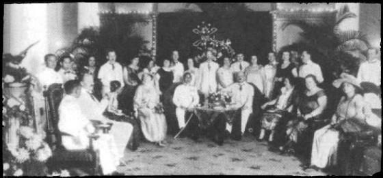 Antara para Sultan Yogya dan Loge Mataram selalu terjalin hubungan yang erat. Gedung Loge yang terletak di Jl. Malioboro dipinjam pakai dari Sultan. Dalam tahun1925 Yang Mulia Hamengkoe Boewono VIII dari Yogya berkunjung ke Loge Mataram
