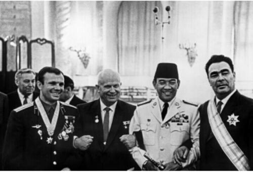 Soekarno, Gagarin dan Nikolaev