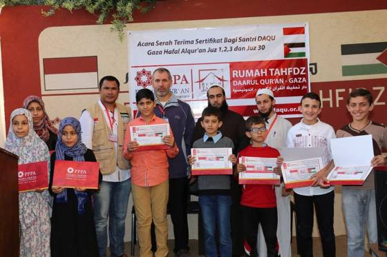 Wisuda Pertama Santri Daarul Qur'an Nusantara Di Gaza Palestina. (hellohijabers.wordpress.com)