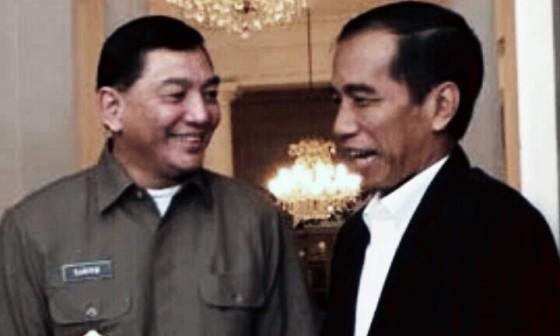 Wakil Menteri Pertahanan Sjafrie Sjamsoedin dan Gubernur DKI Jakarta Joko Widodo membicarakan keamanan ibukota di Balaikota, Jakarta, Rabu (21/8/2013)