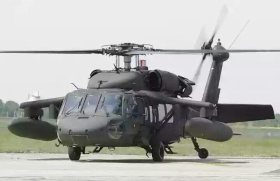 Helikopter serbu UH-60 Black Hawk (ist)