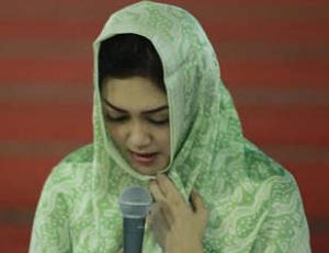 Bella Saphira bersyahadat di Masjid Istiqlal (Info Mualaf Baru)