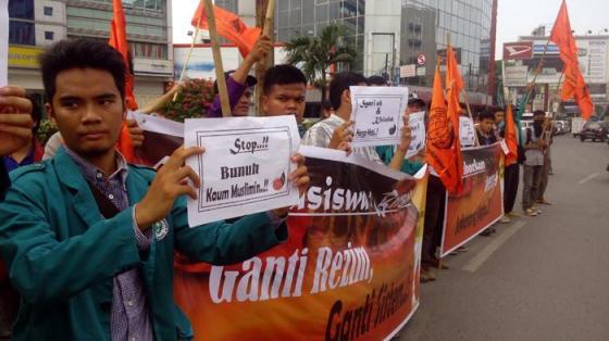 Mahasiswa Gema Pembebasan Hizbut Tahrir Indonesia (HTI) Kota Medan meminta agar Densus 88 Anti Teror untuk segera dibubarkan. — tribunnews.com