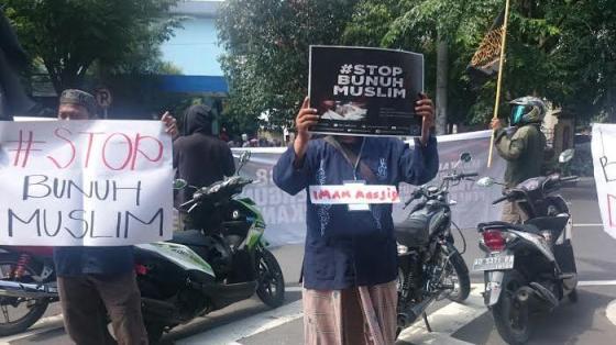 Kelompok Ini Demo Desak Presiden Jokowi Bubarkan Densus 88, di Gladag Solo, Selasa 15 Maret 2016. — tribunnews.com