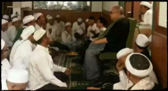 Jaya Suprana hadir di Markas Syariah FPI di Petamburan Jakarta, Ahad (3/1/2013) - suara-islam.com