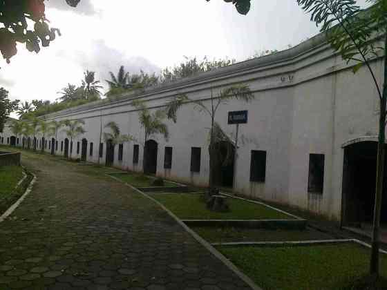 Bentemg Pendhem di Cilacap, Jawa Tengah. (generasicangkrukan.blogspot.com)