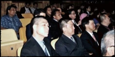 Tampak dalam Foto, Ferry Mursyidan Baldan (berkaca mata) bersama istri (berjilbab), dua perwakilan dari KADIN (Kamar Dagang dan Industri), pengusaha, dan bekas petinggi organisasi pemuda Islam, saat HUT Israel ke-64 di Singapura.(merdeka.com)