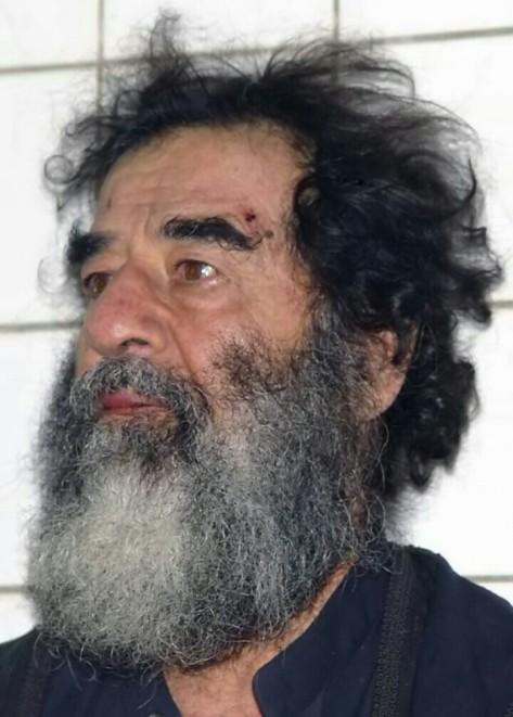 Saddam Hussein sesaat setelah ditangkap pada Desember 2003. (wikipedia)