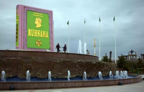 Monumen Ruhnama