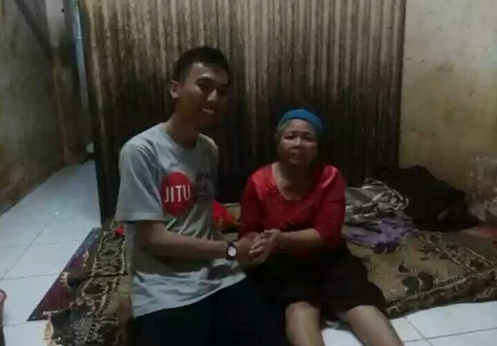 Perwakilan JITU Serang bersama Ibu Saenih