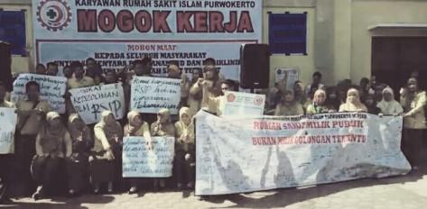 Ratusan pegawai RSI Purwokerto mogok kerja. ©2016 Merdeka.com