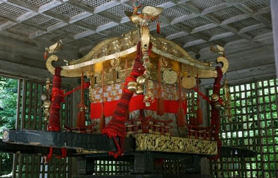 A mikoshi of Hiyoshi-taisha (wikipedia)