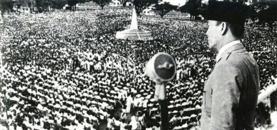 Bung Karno mengumumkan perang terhadap Malaysia