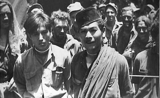 Komarudin saat ditangkap tentara Belanda. image source: naratasgaroet.wordpress.com