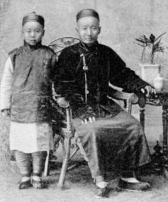 Yahudi Kaifeng, akhir abad ke-19 atau awal abad ke-20. (wikipedia)
