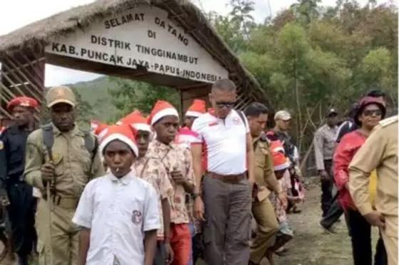 Warga Distrik Tingginambut yang diklaim sebagai markas OPM Goliat Tabuni (GATRAnews/Katharina Lita)