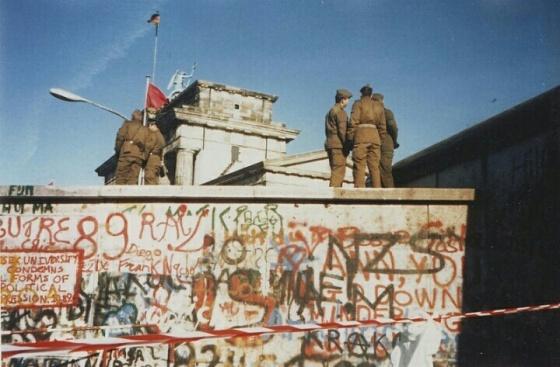 Tembok Berlin pada tanggal 16 November 1989. (Wikipedia)